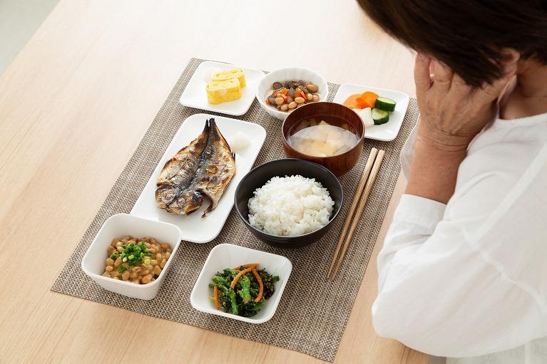 食事は三食バランスよく、間食とお酒は控えめに