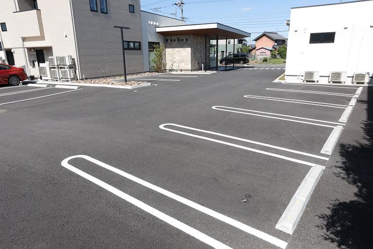 クリニック専用駐車場完備!